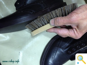 トリッカーズブーツお手入れと修理